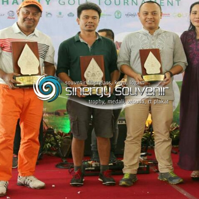 plakat trophy golf Gunungan wayang