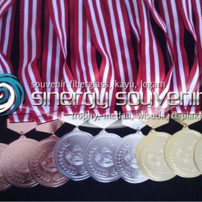 kalung medali