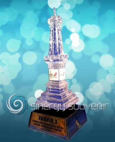 trophy miniatur tugu jogja